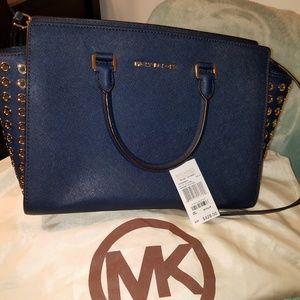 STUNNING SELMA GROMMET Michael Kors Navy Handbag
